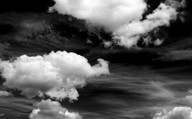 Nubes grandes sobre el cielo